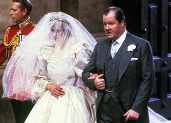 Chuyện bi thảm ít ai biết đằng sau khoảnh khắc Công nương Diana với vẻ mặt đau khổ bật khóc trong xe hơi