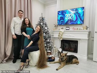 Cô gái có mái tóc dài 1m67, không cắt tóc trong gần 20 năm