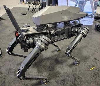 Hình ảnh chó robot gắn súng trường khiến dân mạng hoang mang
