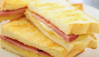 Cả nhà chúng tôi đều thích ăn bánh sandwich này hàng ngày, bánh giòn ở ngoài và mềm bên trong, 8 lát giải quyết bữa sáng của gia đình