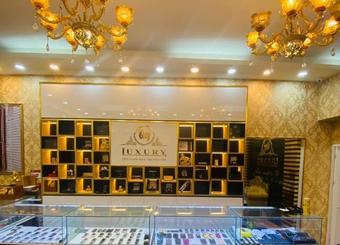 Công ty Quý Luxury của CEO Nguyễn Cảnh Quý kinh doanh điện thoại và đồng hồ xa xỉ