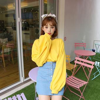 Những cách mặc trang phục màu vàng hợp trend nhất