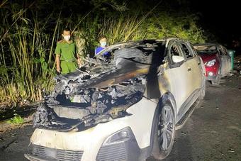 Chồng tưới xăng, đốt ô tô cấp trên của vợ vì ghen tuông