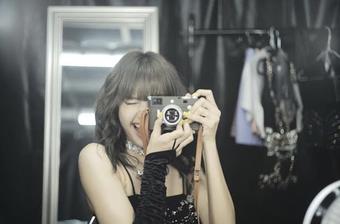 """Soi máy ảnh của Lisa (BLACKPINK): Không chỉ xinh xắn mà giá cũng cực """"hạt dẻ"""", chỉ bằng 4 cốc trà sữa mà thôi!"""
