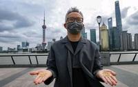 Người đàn ông Trung Quốc ném 1.000 hạt vàng nguyên chất xuống sông