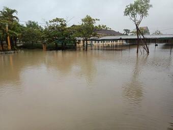 """Nhiều địa phương vừa có lịch đi học trở lại """"hậu Covid-19"""" phải tạm dừng vì mưa bão"""