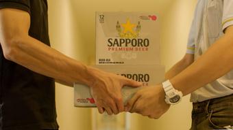 Cách rót bia chuẩn Sapporo cho những quý ông đẳng cấp