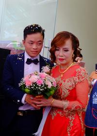 Sau thời gian mất hút, cô dâu Cao Bằng hơn chồng 35 tuổi tiếp tục gây chú ý với gương mặt khác lạ khi được chúc mừng 20/10