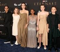 Zahara mặc lại váy hàng hiệu của mẹ Angelina Jolie