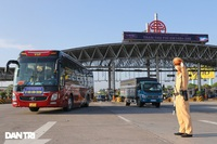 Loạt bất cập nào đang gây khó cho việc mở cửa giao thông đường bộ?