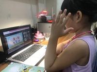 Học trực tuyến: Quá sức học sinh lớp 1!