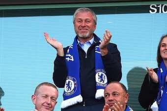 Tại sao Roman Abramovich chưa thể bán Chelsea?