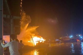 5 tàu cá bốc cháy ngùn ngụt, hàng chục tỷ đồng ra tro