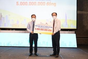 Techcombank trao tặng 5 tỷ đồng tri ân lực lượng tuyến đầu chống dịch tại TPHCM
