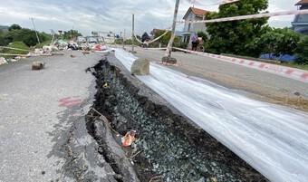 Mưa lớn kéo dài, nhiều tuyến đê của Hà Nội bị sạt lở nghiêm trọng
