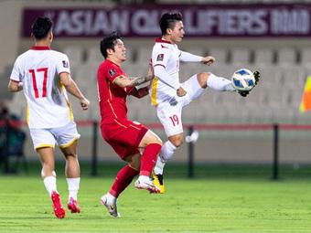 """""""HLV lẫn cầu thủ của ĐT Trung Quốc quá kém cỏi, sẽ là sự xúc phạm nếu để họ dự World Cup"""""""