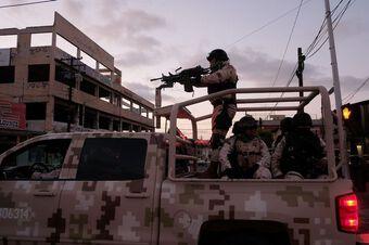 Cảnh sát trưởng vừa nhậm chức, băng đảng Mexico gửi món quà chúc mừng kinh dị khiến ai cũng khiếp đảm
