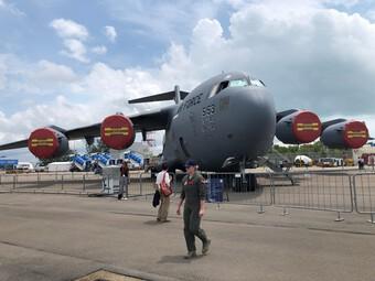 Mỹ sẽ dùng máy bay vận tải C-17, C-130 để ném bom, phóng tên lửa