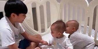 Cưng xỉu với loạt khoảnh khắc Subeo ôm chầm Leon ''hôn lấy hôn để'', mẹ Hà Hồ nhìn thấy chắc vui lắm đây!