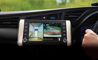 Toyota Innova bản đặc biệt thêm trang bị như xe sang: Màn hình lớn, camera 360 có đủ nhưng HUD gây tranh cãi