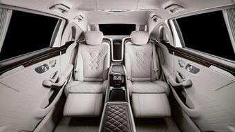 Xe chủ tịch Mercedes-Maybach S650 Pullman dạo phố Sài Gòn