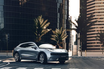 Ra mắt mẫu xe ô tô điện cao cấp chạy được hơn 700 km mới hết điện