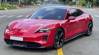 Xe điện Porsche Taycan đầu tiên rao bán 9 tỷ đồng ở dạng xe cũ