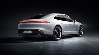 Nguyễn Quốc Cường đến showroom Porsche ấp ủ ý định sắm xe mới, con gái Suchin 'gợi ý' bố mua luôn Taycan