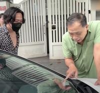 Trấn Thành lái BMW X7 tặng quà sinh nhật Toyota Camry giá hơn 1,2 tỷ đồng cho bố mẹ, cùng Hari Won tấu hài khiến bố tròn mắt ngạc nhiên