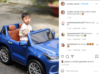 Sở hữu ''Lexus LX 570 mui trần'' với biển số độc khi mới 2 tuổi, bé Bo nhà Hòa Minzy đốn tim cộng động mạng với phong thái 'quý tử'