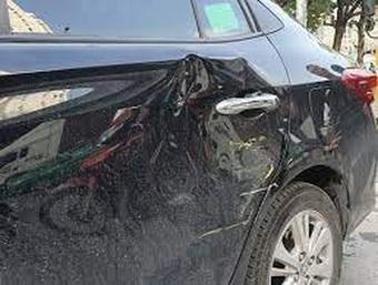 Trẻ tăng động đập móp ô tô, bố mẹ có phải chịu trách nhiệm thay?