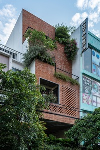 Nhà ống ở Đà Nẵng nổi bật cả khu phố nhờ mặt tiền bằng gạch mộc