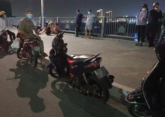 Hàng chục cảnh sát tìm kiếm người đàn ông nhảy cầu Thủ Thiêm mất tích