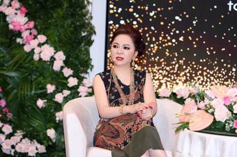 """Bà Phương Hằng tuyên bố cử bác sĩ đến """"Tịnh thất Bồng Lai"""" lấy mẫu xét nghiệm ADN, tặng ông Lê Tùng Vân 20 tỷ để bù đắp danh dự nếu bị vu oan"""