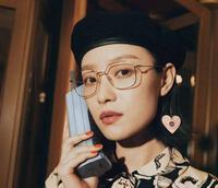 Cúc Tịnh Y, Triệu Lộ Tư khoe style tiểu thư với mũ nồi