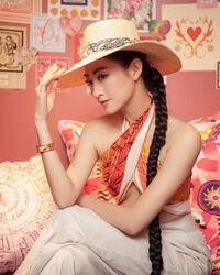 """""""Hoa hậu Cao Bằng có số đo đẹp nhất"""" hút ánh nhìn khi mặc yếm lụa chạy bộ sáng sớm"""
