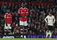 Pogba phản ứng không ngờ với Solskjaer sau trận đấu thảm hại
