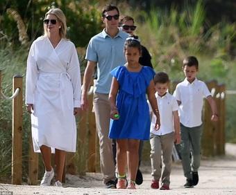 Ivanka Trump xuất hiện trang nhã với váy trắng