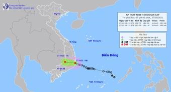 Áp thấp nhiệt đới đổ bộ vào Khánh Hòa, nhiều nơi ở miền Trung mưa xối xả