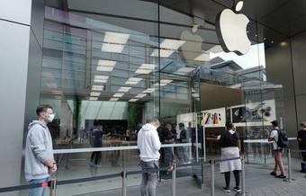 Giữa lùm xùm một người dùng kiện Apple vì bị từ chối bảo hành iPhone mua ở Việt Nam, bạn phải cẩn trọng điều gì?