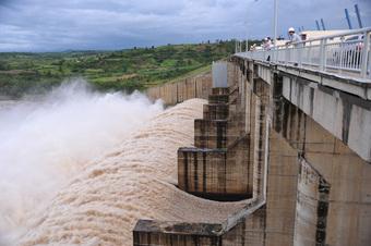 Thủy điện, thủy lợi xả lũ ứng phó với áp thấp nhiệt đới mạnh lên thành bão như thế nào?