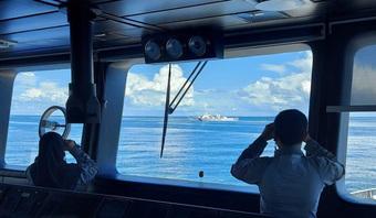 """Biển Đông: TQ ngày càng táo tợn, tàu dầu khí Malaysia bị quấy rối """"hàng ngày"""" suốt 2 năm"""