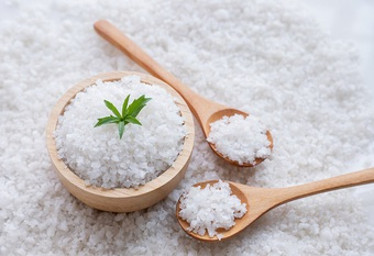 Bất ngờ với những công dụng tuyệt vời của muối giúp vườn rau xanh tốt