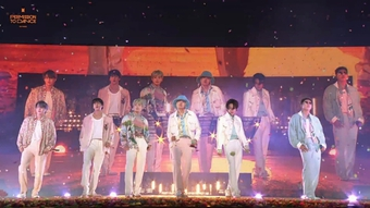 Jungkook BTS gợi cảm đỉnh cao khi mặc croptop, khoe cơ bụng