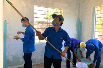 """""""Đội thợ 0 đồng"""" áo xanh, xây mới, cải tạo trên 50 căn nhà cho người nghèo"""
