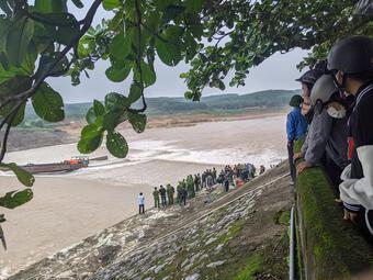 NÓNG: Đoàn cán bộ Sở GTVT Quảng Trị gặp nạn trên sông, 1 người mất tích
