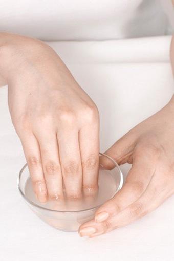 10 phương pháp giúp móng tay sạch bóng, sáng hồng trẻ trung