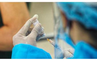 27 người tiêm đủ mũi vaccine về Hà Nội vẫn mắc COVID-19