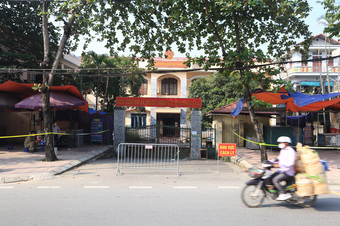 KHẨN: Hà Nội tìm người từng đến tiệm cắt tóc liên quan nữ cán bộ Tòa án dương tính SARS-CoV-2
