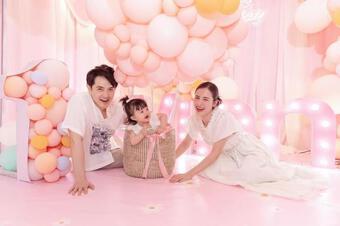 Con gái của Đông Nhi và Ông Cao Thắng tiếp tục được tổ chức sinh nhật hoành tráng tại nhà ngoại và nhận cả ''núi'' quà
